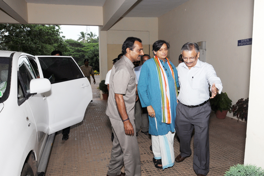 /wp-content/gallery/dr-tharoors-visit/1-2.jpg