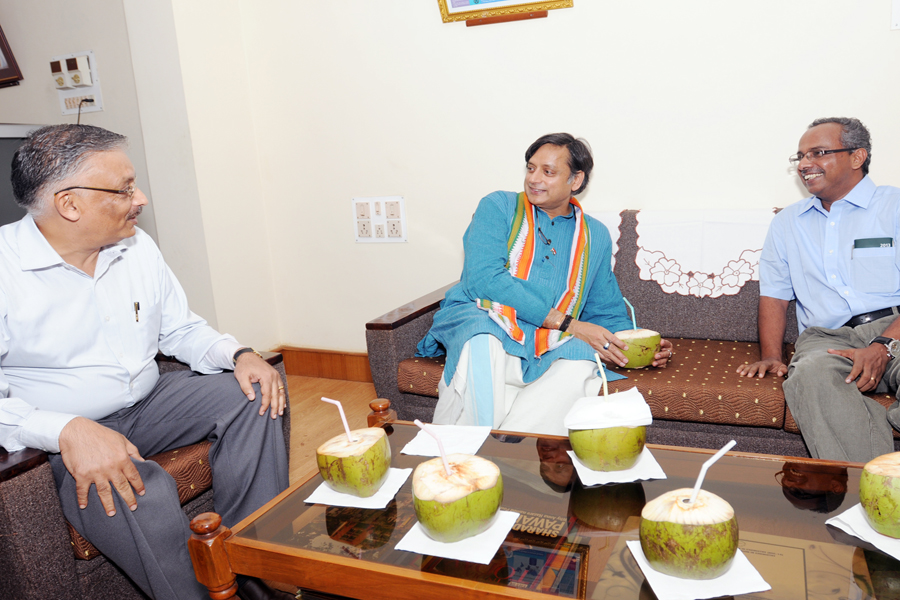 /wp-content/gallery/dr-tharoors-visit/1-3.jpg