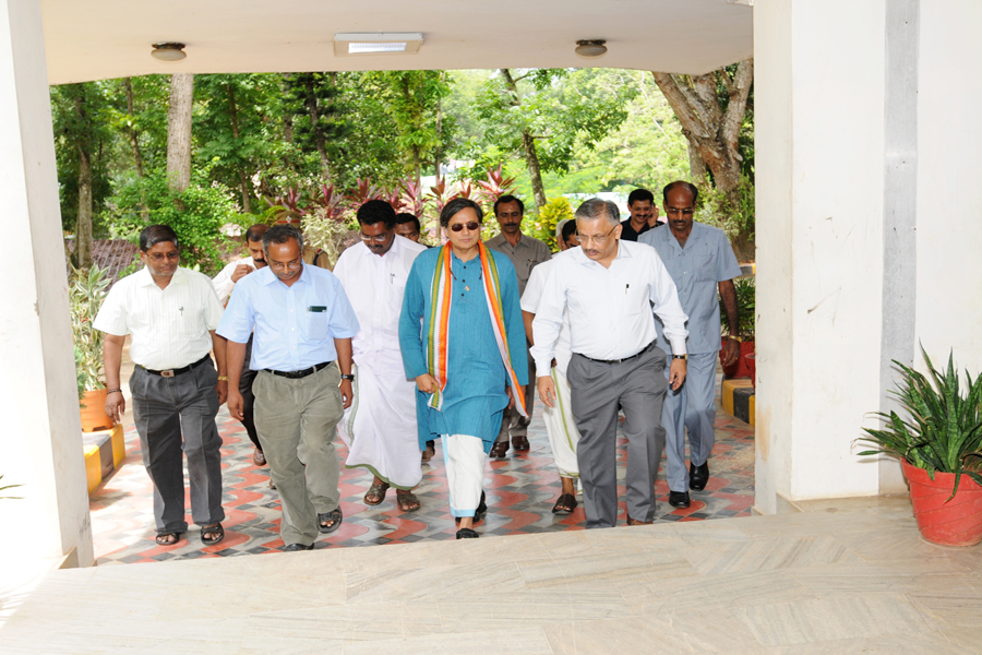 /wp-content/gallery/dr-tharoors-visit/2-5.jpg