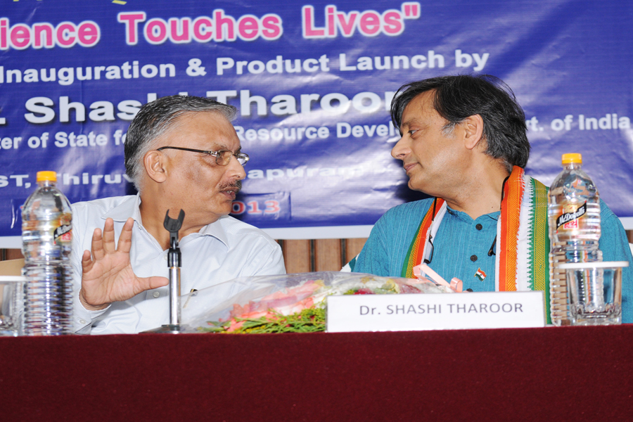 /wp-content/gallery/dr-tharoors-visit/3-6.jpg