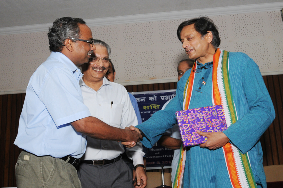 /wp-content/gallery/dr-tharoors-visit/4-8.jpg
