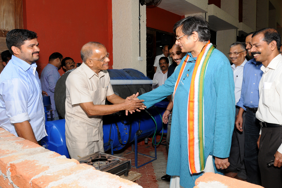 /wp-content/gallery/dr-tharoors-visit/4-9.jpg