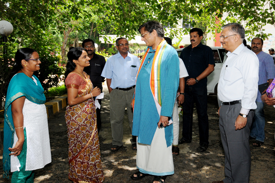 /wp-content/gallery/dr-tharoors-visit/5-3.jpg