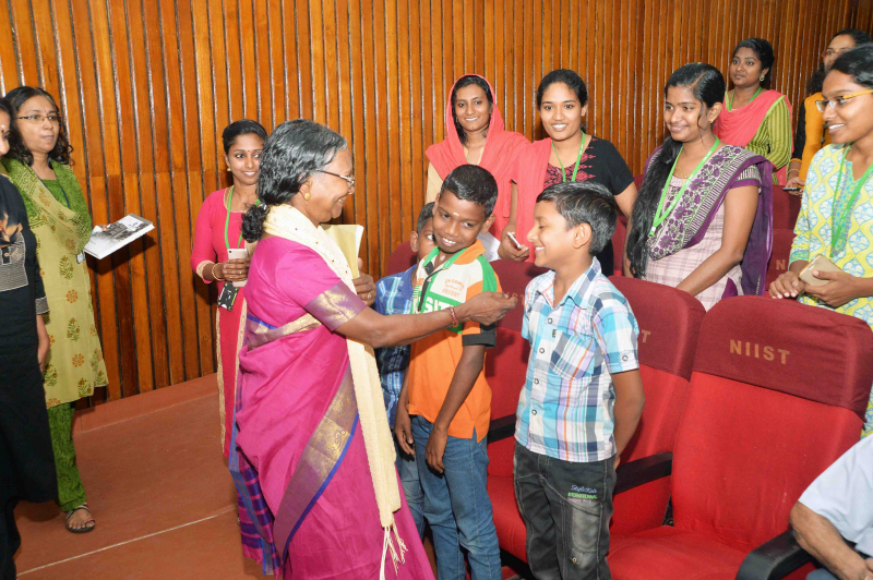/wp-content/gallery/felicitation-ceremony-of-padmashri-mrs-lakshmikutty-amma//Felicitation_to_padmasri_Lksmikutty_AmmaCSIR-NIIST_11.JPG