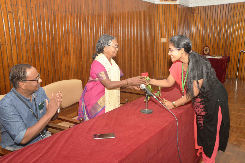 /wp-content/gallery/felicitation-ceremony-of-padmashri-mrs-lakshmikutty-amma//Felicitation_to_padmasri_Lksmikutty_AmmaCSIR-NIIST_17.JPG